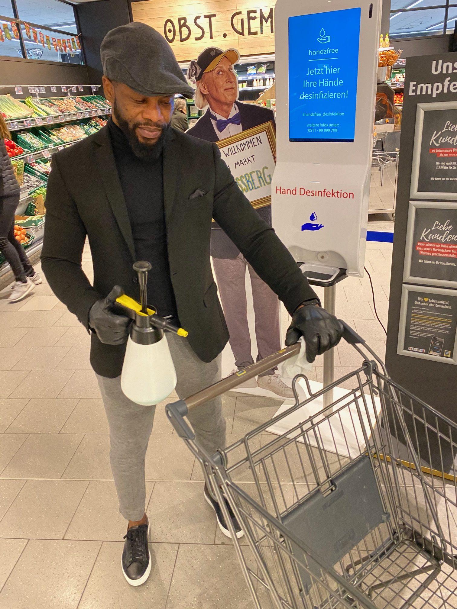 EDEKA Essberg Packhofstrasse Bergmann Einlass bei Corona Zeiten mit Handwäsche